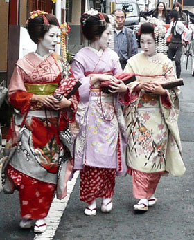 http://laicite-aujourdhui.fr/IMG/jpg/geishas2.jpg